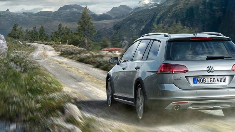 Golf Alltrack - 1